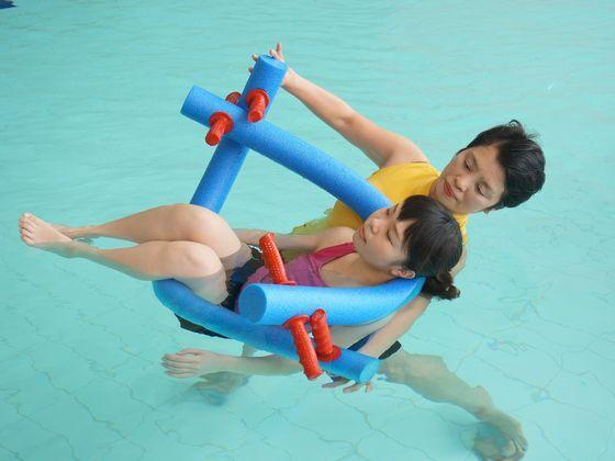 専用プールにて温泉保養士によるリラクゼーション体験も可能。(有料)