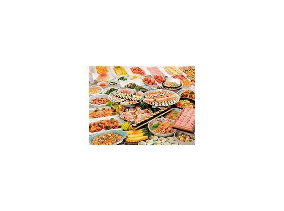 和・洋・中織り交ぜた多彩な創作バイキング、超食べ放題も実施中。
