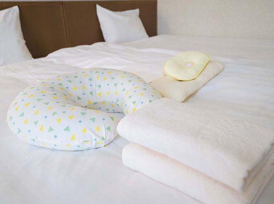 赤ちゃん用マクラ等をご用意、タオル類は多めにご用意しております。