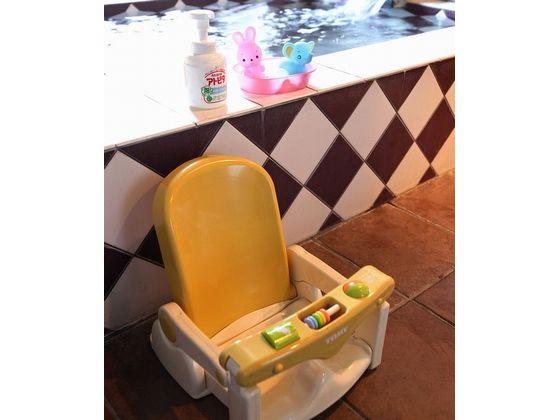 音楽の流れる貸切風呂には、バスチェアやベビーソープ、おもちゃなどご用意しております。