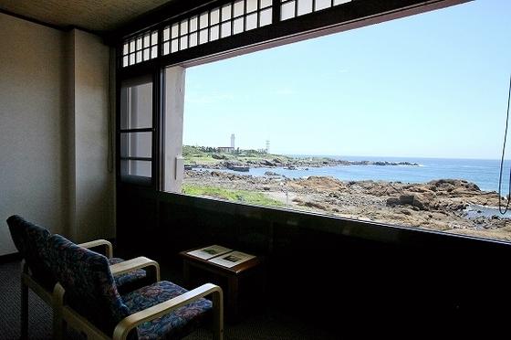 大きな一面ガラスからは、雄大な太平洋を一望!