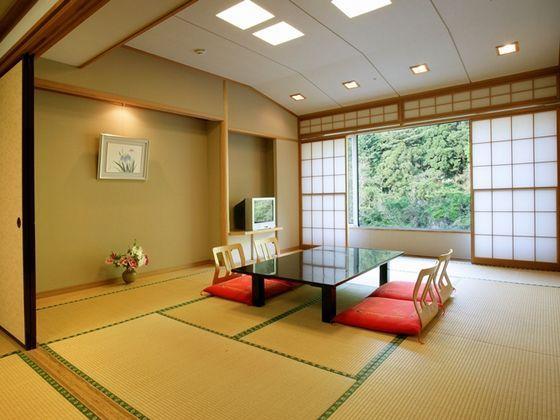 10畳+6畳の広々とした山側和室