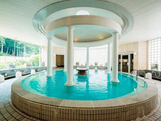 開放的なクリスタル風呂