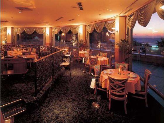 海をご覧いただけるレストランベイルーム
