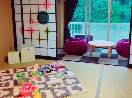 禁煙12.5畳の和室のお部屋。客室内には空気清浄機、加湿器完備。