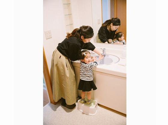 【洗面台】ステップ台がありますので、手洗いもバッチリ♪