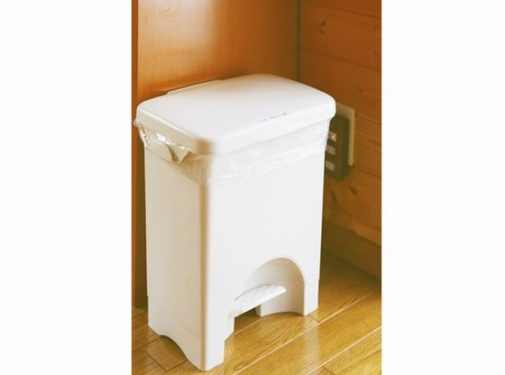 おむつ専用ゴミ箱&扉付コンセントカバーもあるので、安心♪