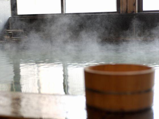 どのお風呂も、沸かし、循環ろ過は一切せずに、肌ざわりの柔らかな天然温泉を「かけ流し」で湯船にそそいでおります。