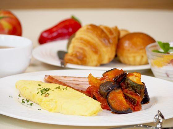 朝食はレストランでのハーフビュッフェ。
