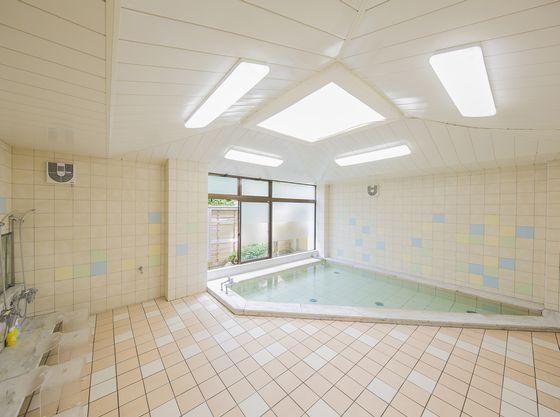 浴場は広々とした作りで、お子様とゆったりお過ごしいただけます。