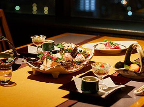 館内には、4つのレストラン、1つのバーでお食事が楽しめます