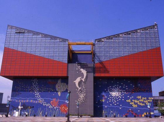 世界最大級の水族館「海遊館」まで約15分