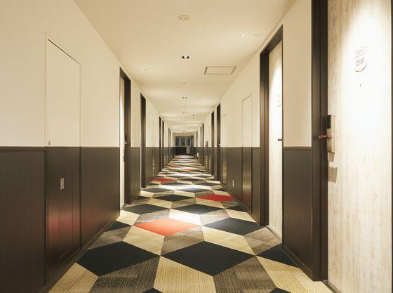 キッズルームのある25階は、EVホール、廊下にもワクワクがたくさん
