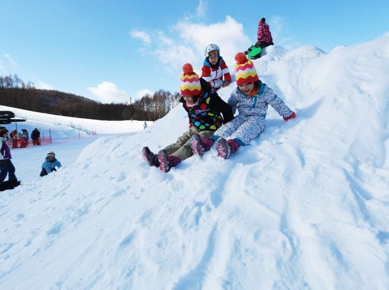 併設の軽井沢スノーパークは雪遊びデビューに最適