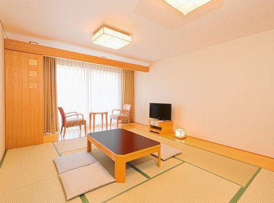 落ち着きのある和室でゆとりの10畳