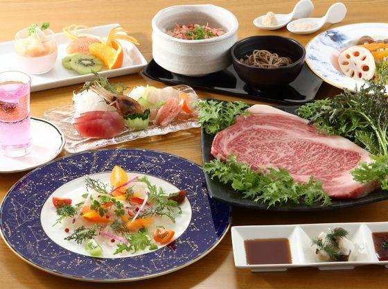 平日は地元食材を使ったコース料理でおもてなし(繁忙期を除く)