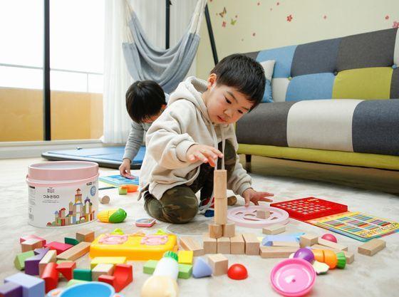 おもちゃでもたくさん遊べる!(ベビールームイメージ)