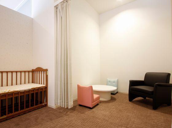 1階ロビーにはおむつ交換台付授乳室があります。