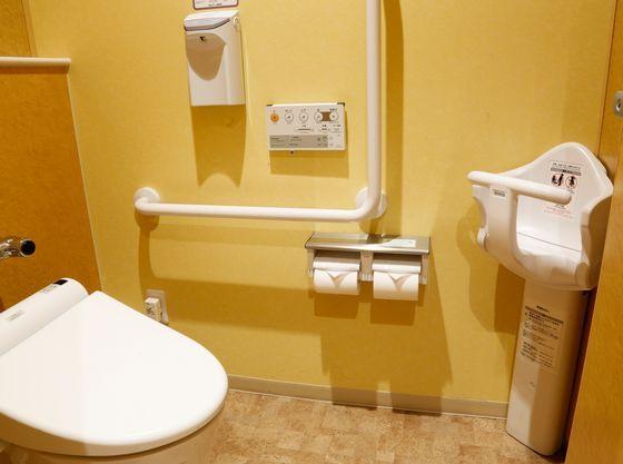 1階お手洗いはベビーシート・おむつ交換台もあります。