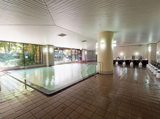 広々とした大浴場。サウナも完備しております。(サウナは午後のみ)