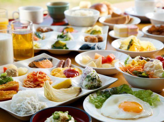 ご朝食は淡路島食材も楽しめる和洋メニューのバイキング。