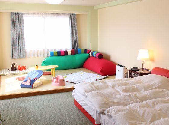 36平米のツインルームに4畳半のたたみエリアがある和洋室タイプのお部屋もご用意。