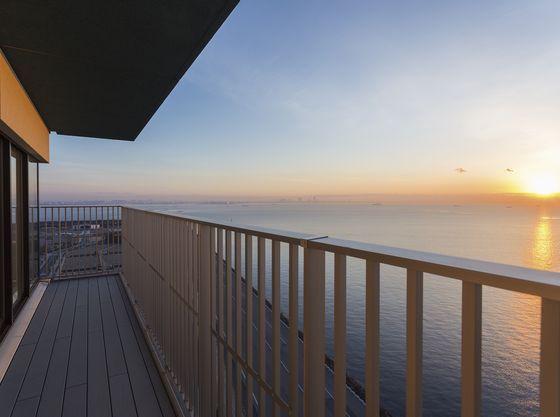 18F客室【AKANE】から見える日の出