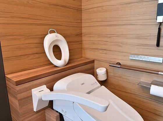 広いお手洗いでトイレトレーニング。