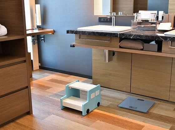 洗面台で使用するステップや補助便座も用意可能。