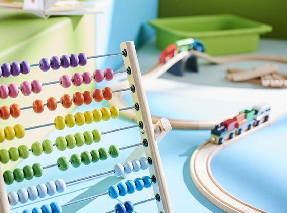 お部屋内のプレイスペースにはおもちゃをご準備。