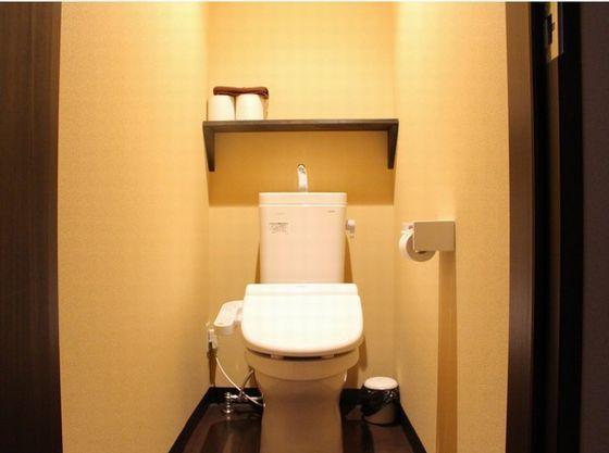 客室内ウオシュレットトイレ。補助便座ご用意致します。
