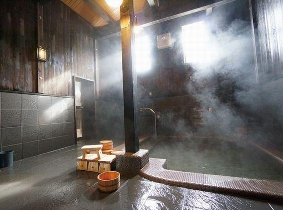 築百年の蔵に温泉を引き込んだ「蔵ぼちゃ」