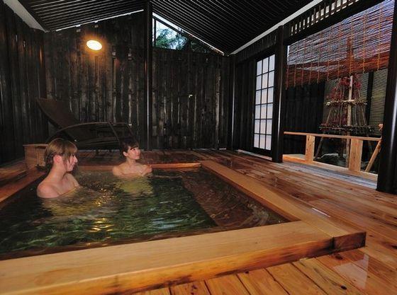 風情ある蔵ぼちゃ露天風呂でお寛ぎ下さい。
