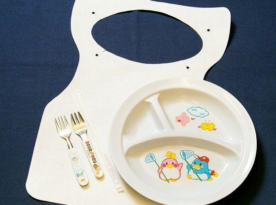 お食事会場はお子さま用食器をお席にご用意♪