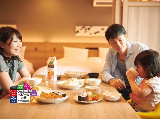 家族団らんでホテルでゆっくりお食事