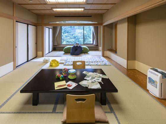 和室12畳+4畳(掘りごたつの間)
