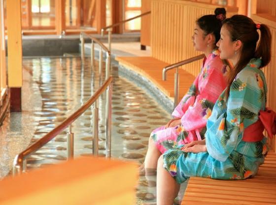 湯っ歩の里は、全長60メートルの日本最大級の足湯