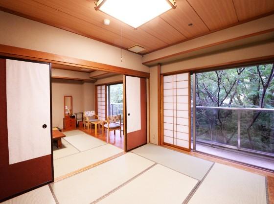 和室2室のゆとりのある間取り。ゆったりとお寛ぎ頂けます。