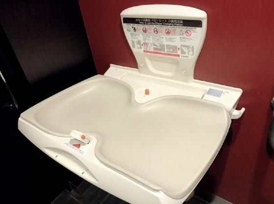 1階共用トイレにベビーシート完備