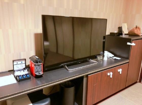 客室には55インチのテレビ