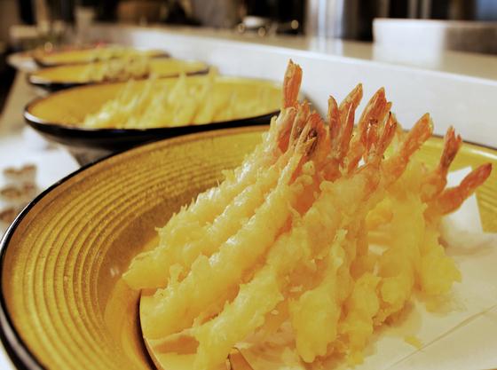 揚げたて!ライブキッチンで料理する天ぷら♪