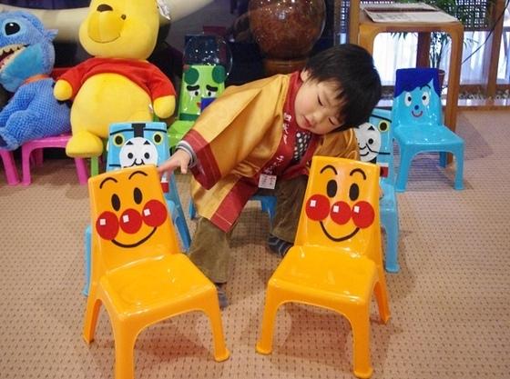 みんなが喜ぶ可愛い椅子のキャラクター。お部屋に自由にお持ちください。