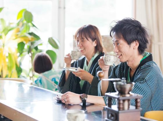 昭和レトロなコーヒーラウンジで淹れたての珈琲はいかがでしょうか。