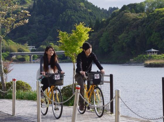亀山湖畔27橋サイクリングはいかがでしょうか。お子様用自転車あります。