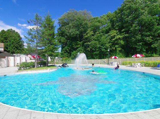 屋外プール(夏季営業)無料でご利用頂けます。子供用浅瀬あり。