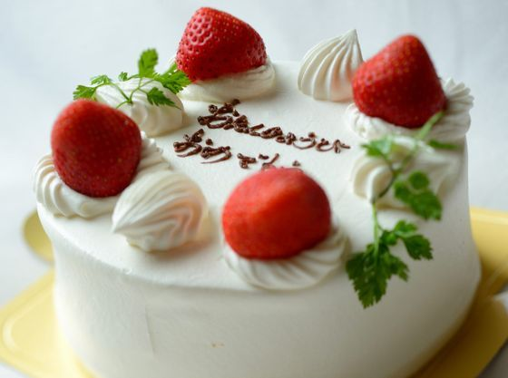 お誕生日に嬉しいバースデーケーキのご予約も承ります。