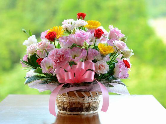花束やフラワーアレンジメントのご予約も承ります。