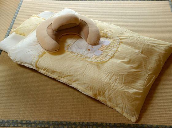 赤ちゃんプランのお部屋に事前にご用意する「赤ちゃん布団とクッション(例)」