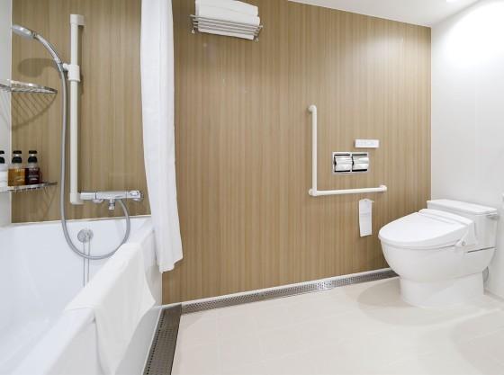 広々としたユニバーサルルームのお風呂&トイレ