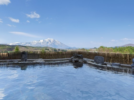 露天風呂からは岩手山が望めます